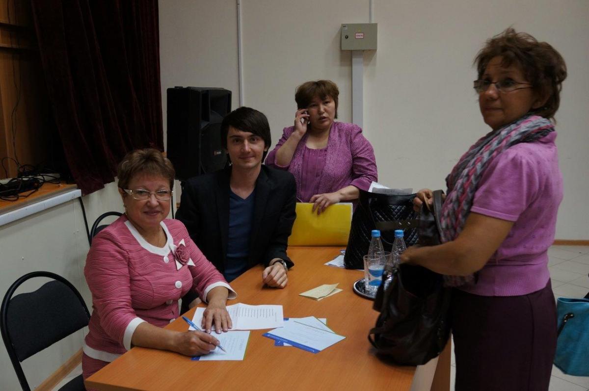 Ведущий семинара П.В.Деркачев, участники семинара