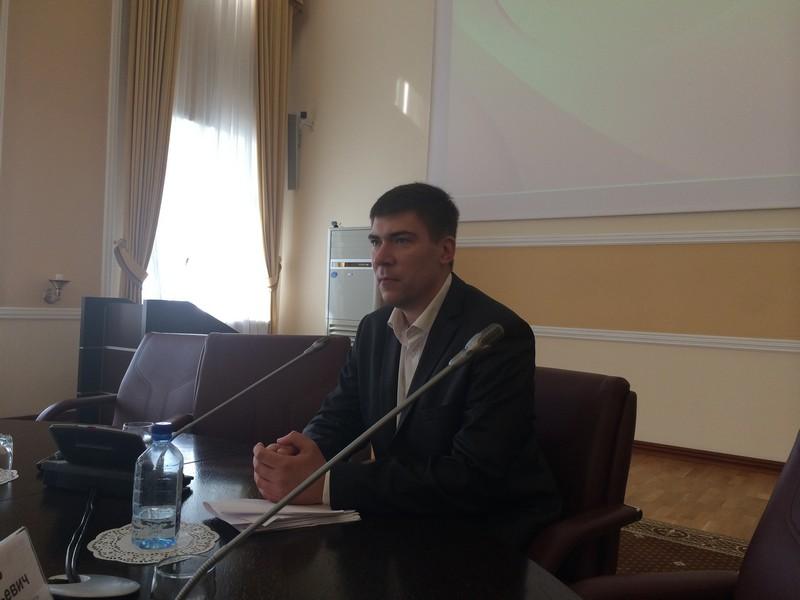 Ведущий семинара В.Ю.Матвеев